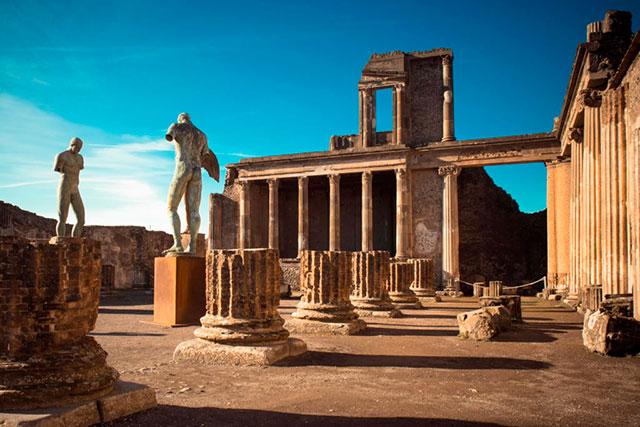 """Pompei, """"la più viva tra le città morte"""""""